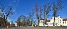 Schlossplatz Oranienburg mit Blick zu Schlossgarten, Copyright: Rudolf Ullrich - AdobeStock