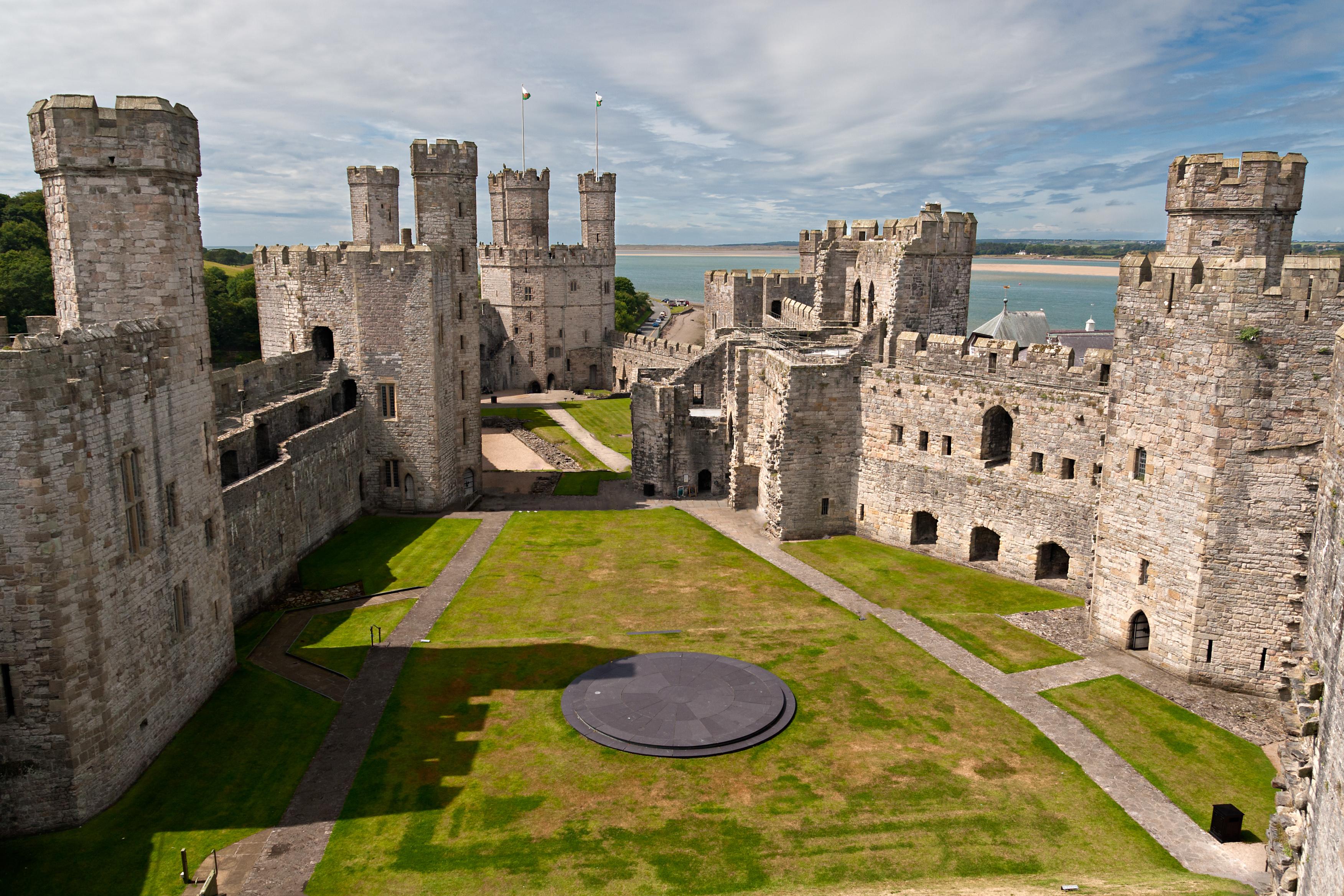https://assets.eberhardt-travel.de/2016/Grossbritannien/49710_Caernarfon_Castle_in_Snowdonia_-_Wales_Original.jpg
