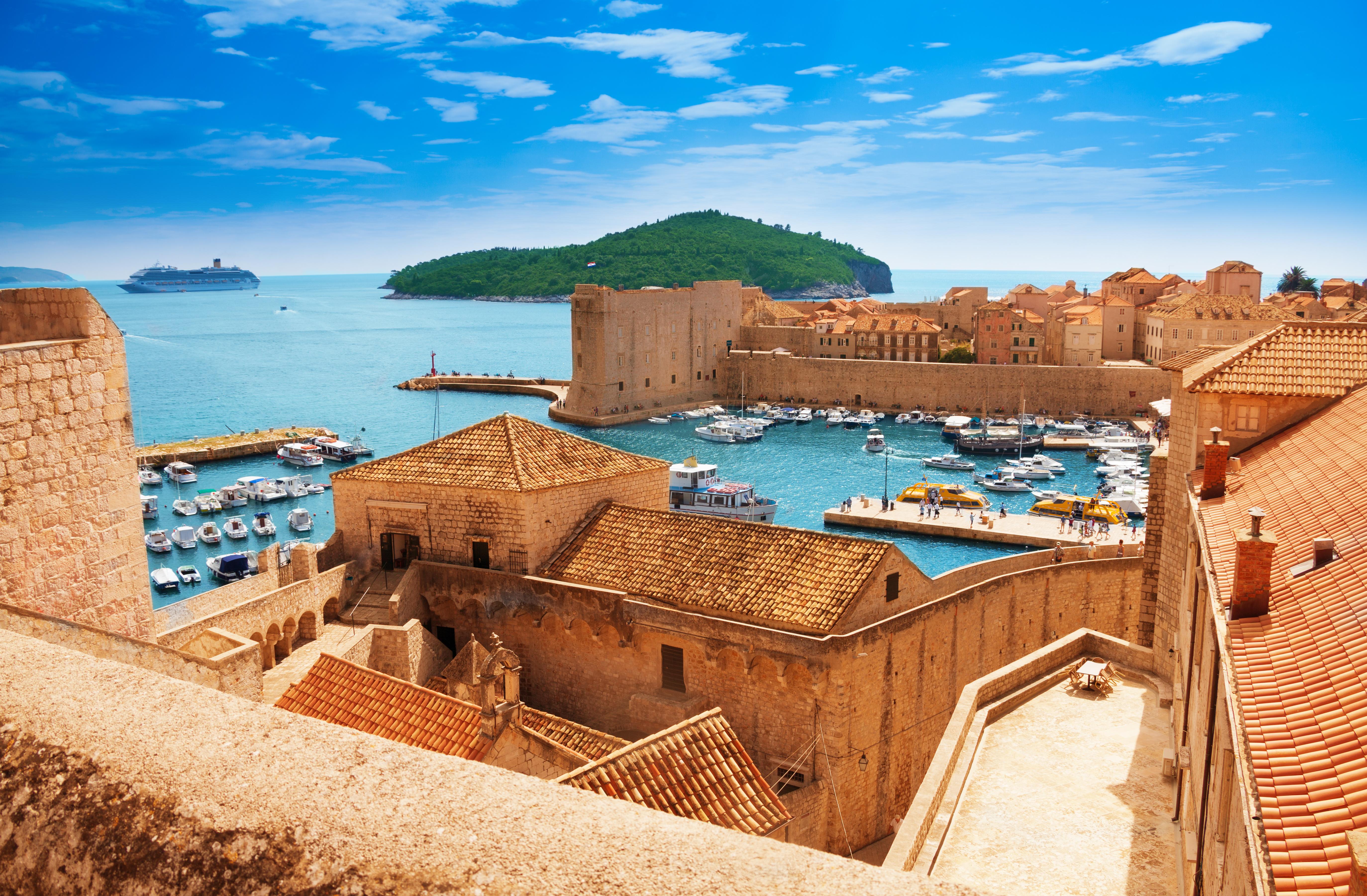 https://assets.eberhardt-travel.de/2016/Kroatien/51138_Hafen_Dubrovnik_Original.jpg