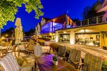Außenansicht mit Terrasse Hotel Bialy Kamien, Copyright: Hotel Bialy Kamien