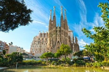 Sagrada Familia in Barcelona - ©Luciano Mortula - Adobe Stock