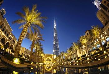 Burj Khalifa bei Nacht_Dubai - ©Andrey Bandurenko - AdobeStock