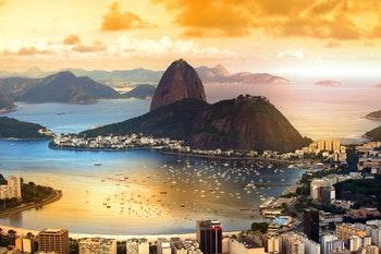 Rio De Janeiro mit dem berühmten Zuckerhut im Zwielicht - ©SNEHIT - Fotolia