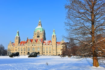 Hannover Neues Rathaus im Winter - ©by R.-Andreas Klein D30916AWB - Adobe Stock