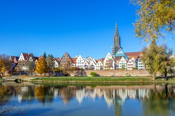 Ulm mit Ulmer Münster - ©pure-life-pictures - Adobe Stock