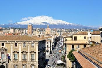 Sizilien - Catania Vedute mit Ätna im Hintergrund - ©gaemau - Fotolia