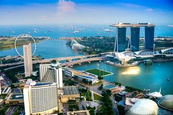 Singapur - Skyline bei Sonnenuntergang - ©Luciano Mortula - AdobeStock