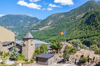 La Vella in Andorra umgeben von wundervollen Bergketten - ©©GoodMood Photo - stock.adobe.com