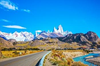 Straße in Patagonien - ©Kushnirov Avraham - Adobe Stock