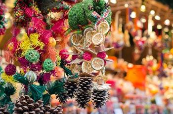 Weihnachtsmarkt - Weihnachtsschmuck aus Naturmaterialien - ©©kobolia - stock.adobe.com