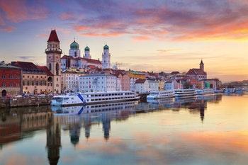 Passau im Sonnenuntergang - ©rudi1976 - stock.adobe.com