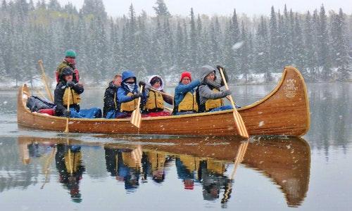 Reisemanagerin testet neue Reiseerlebnisse in Kanada
