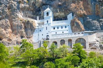 Kloster Ostrog in Montenegro - ©©bigguns - stock.adobe.com