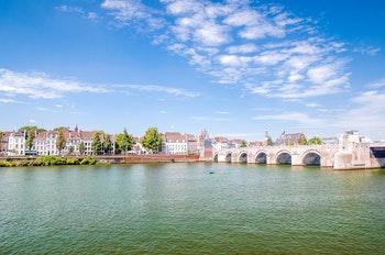 Niederlande - Der Fluss Maas in Maastricht - ©©streetflash - stock.adobe.com