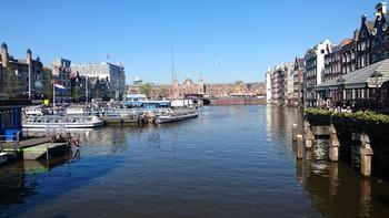 Am Bahnhof in Amsterdam - ©Stefan Jahnke