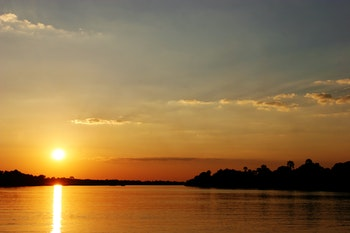 Sonnenuntergang au dem Zambezi River - ©Francois du Plessis - stock.adobe.com