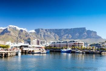 Waterfront mit Blick auf den Tafelberg - ©michaeljung - stock.adobe.com
