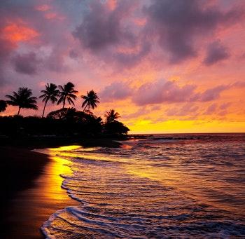 Sonnenuntergang am Strand von Maui, Hawaii - ©Galyna Andrushko - Adobe Stock