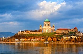 Esztergom Basilika an der Donau, Ungarn - ©Boris Stroujko - Adobe Stock