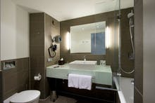 Atlantic Grand Hotel Bremen - Badezimmer beim Komfort-Zimmer, Copyright: Atlantic Hotels