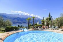 Hotel Leonardo da Vinci - Pool mit Blick auf den Gardasee, Copyright: Hotel Leonardo da Vinci