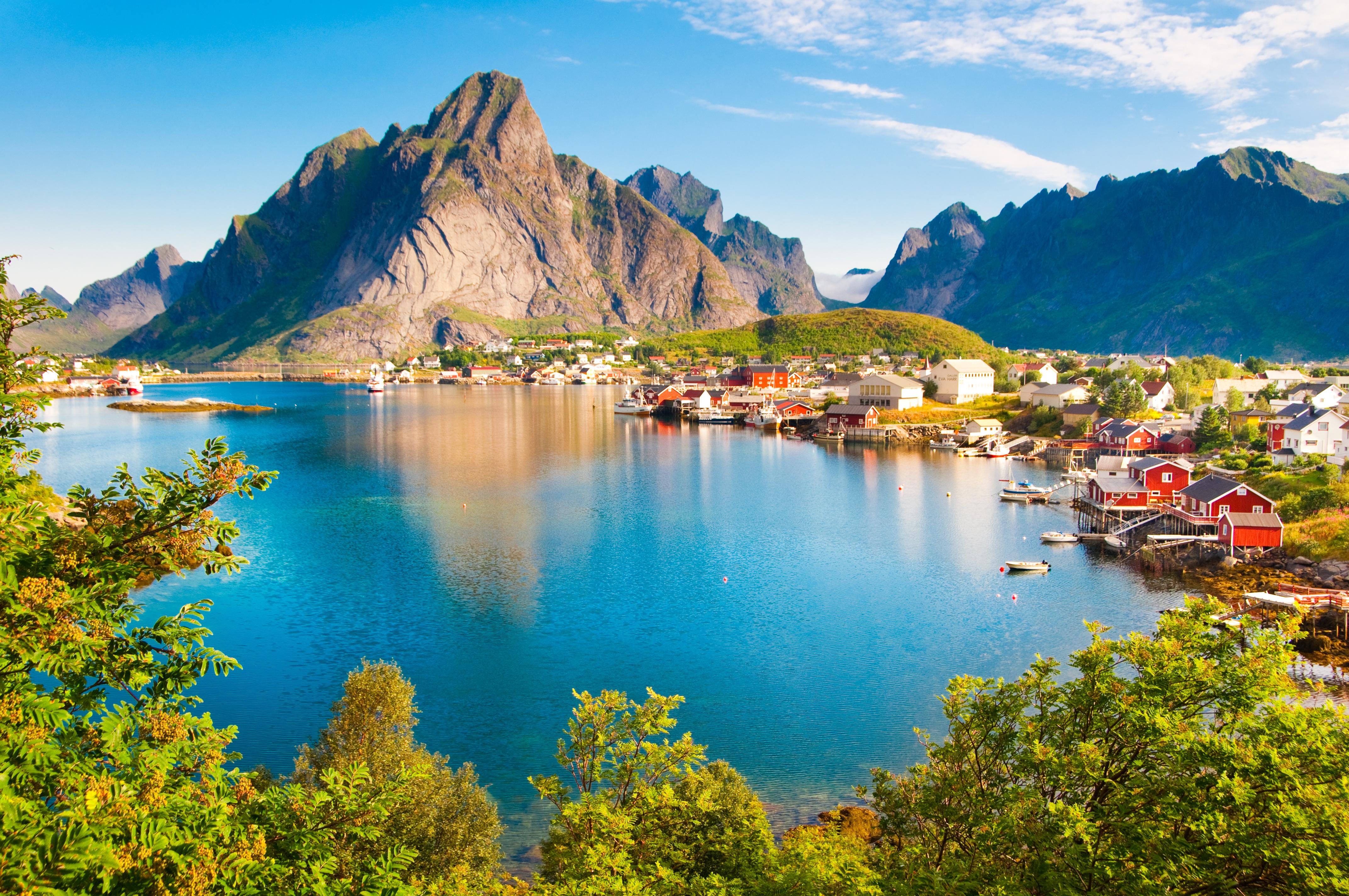 https://assets.eberhardt-travel.de/2019/Norwegen/72133_Lofoten_Inseln_Norwegen_Original.jpg