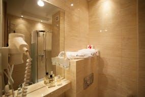 Hotel Trofana - Beispiel Badezimmer - 3-Sterne-Bereich, Copyright: Hotel Trofana Wellness & Spa