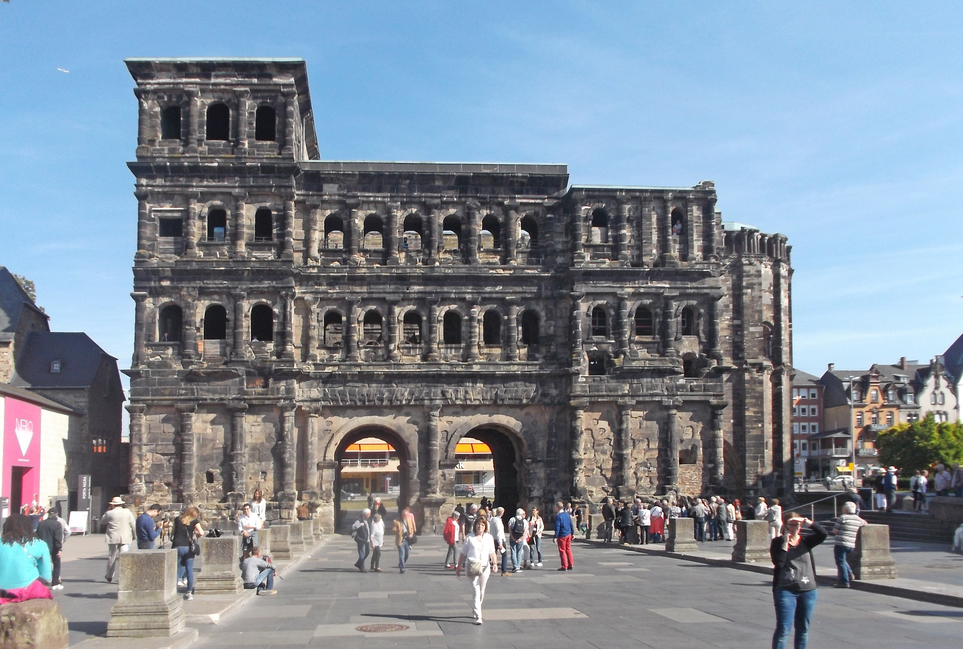 https://assets.eberhardt-travel.de/2020/Deutschland/88333_Porta_Nigra_in_Trier_Original.jpg