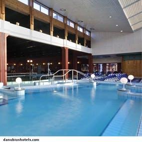 Schwimmhalle im Danubius Health Spa, Copyright: Danubius Health Spa Resort Bük