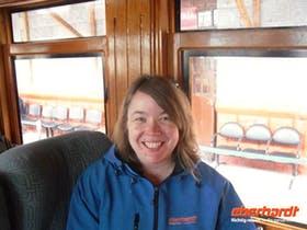 Reisebegleiterin Sylvia Sann in der Trans-Anden-Bahn