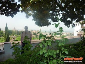 Dominik Zilliken im Generalife vor der Alhambra