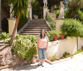 Vor dem Achilleion in Korfu