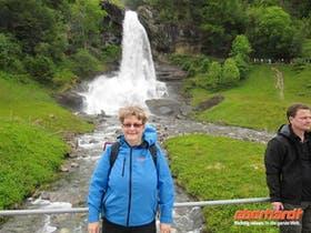 Am Steindalsfossen-Wasserfall