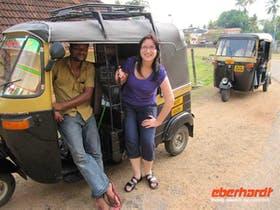 Reisebegleitung Isabel Beyer beim Tuk Tuk fahren