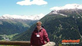 Auf der Schatzalp - Reiseleiterin Annette vor dem Jakobshorn