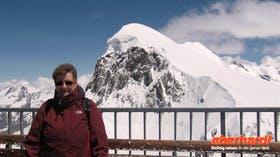 Ausflug zum Kleinen Matterhorn - Reiseleiterin Annette vor dem Breithorn