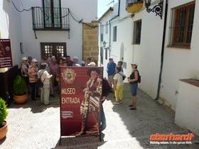 Dominik Zilliken getarnt vor dem Banditenmuseum in Ronda