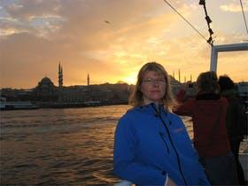 vor der Silhouette der Traummetropole Istanbul